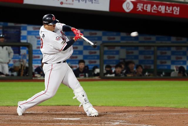 이대호, 4년 연속 KBO 최고 연봉···2위는?