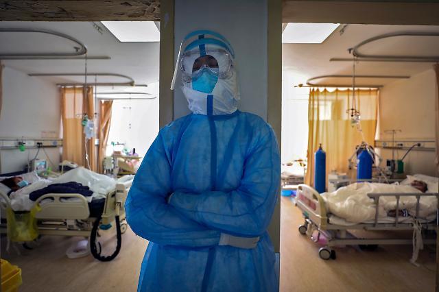 [중국포토]잠 잘 시간이 없어요...중국 의료진 코로나19와의 사투