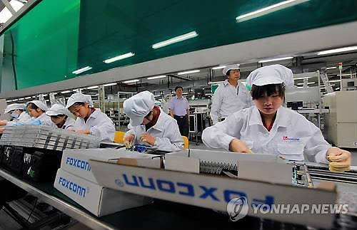 애플 생산 차질... 폭스콘, 中 공장 조기 복귀하면 50만원