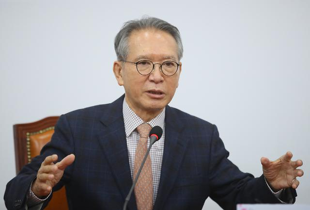 """김형오 """"불출마 의원, '살신성인의 용단' 높이 평가"""""""