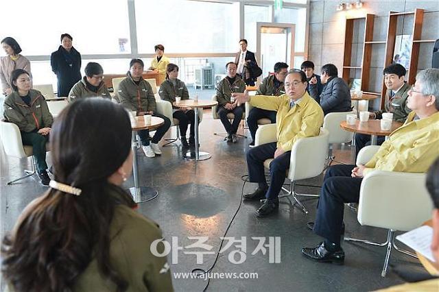 """[코로나19] 영화의전당 찾은 오거돈 시장 """"방역과 활성화 투-트랙"""""""
