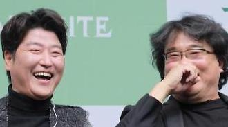 文大統領、本日青瓦台でポン・ジュノ監督と会う