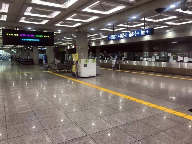 疫情期间仁川港客流为零 站内店铺关门停业