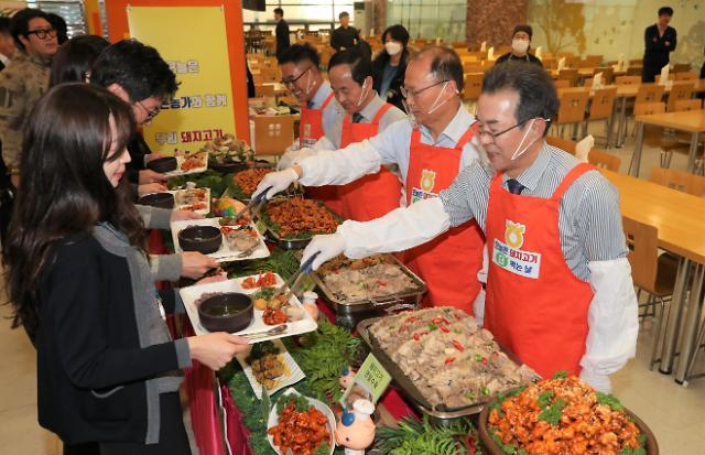 """[포토] """"양돈 농가 도웁시다"""" 농협중앙회 돼지고기 소비 캠페인"""
