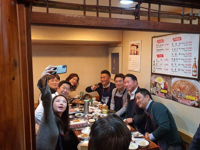"""최태원 """"SK경영 목표는 지속가능한 구성원 행복""""…'회식비 내가 쏘겠소'(종합)"""