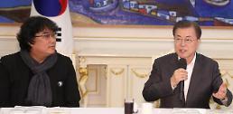.文在寅宴请奉俊昊等人 表态扩大支持韩国电影发展.