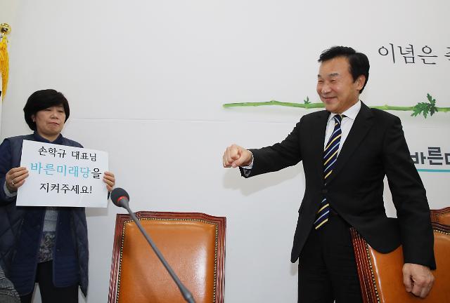 """손학규, 24일 바른미래당 대표 사퇴...""""평당원으로 백의종군"""""""
