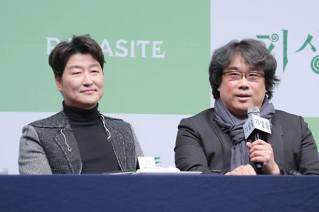 文在寅今日在青瓦台会见奉俊昊导演
