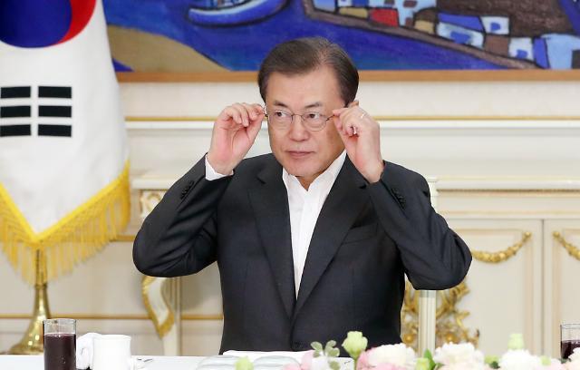 """[코로나19] 文대통령 """"업종별 맞춤형 대책으로 업계 피해 최소화할 것"""""""