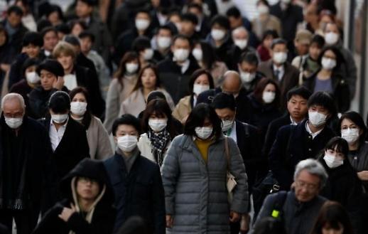 Những người đi làm ở trung tâm Seoul bao trùm sự lo lắng