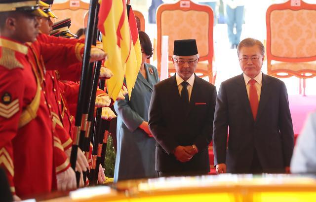 文在寅与马来西亚元首互致贺信