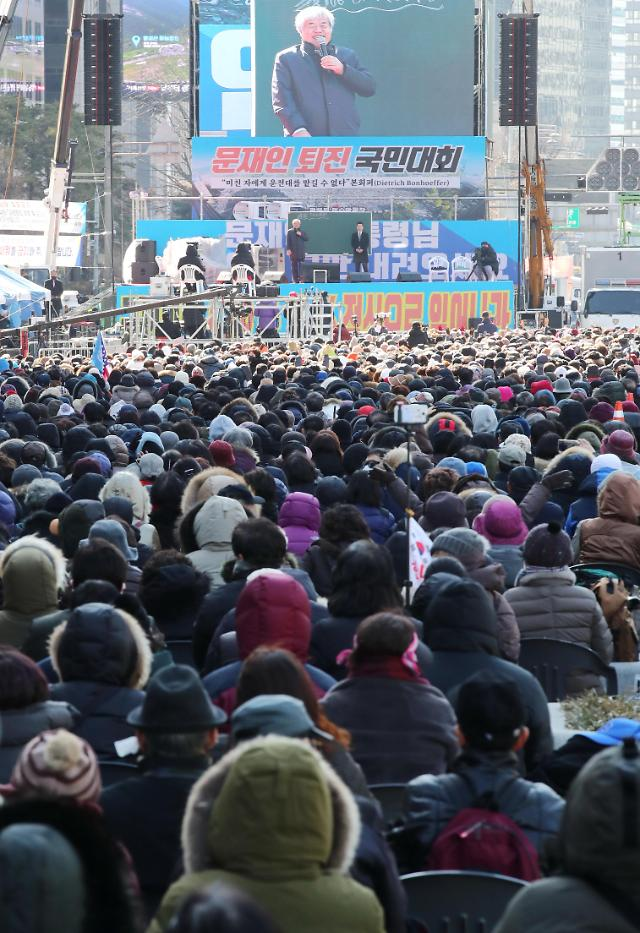 """범투본, '집회금지'에도 이틀째 강행…전광훈 """"예배하면 병 고쳐주신다"""""""