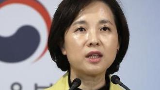 Hàn Quốc hoãn năm học mới vì coronavirus tăng đột biến