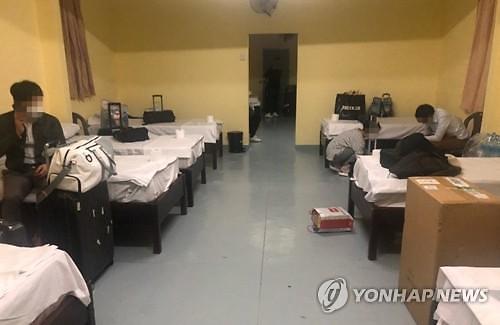 """""""달콤한 여행을 꿈꿨는데..."""" 모리셔스에 격리된 한국인 부부들"""