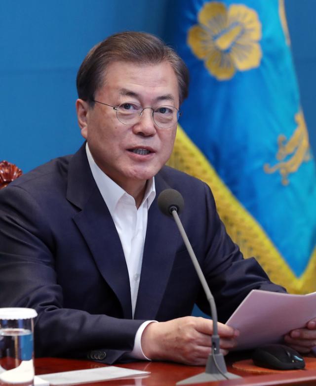 """[코로나19] 文대통령 """"추경 예산 편성 검토해달라""""…국회 협조 당부"""