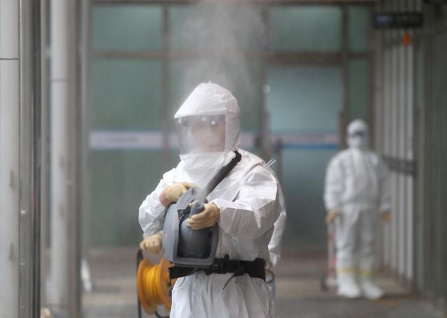 [코로나19] '손소독제'부터 '백신'까지, 속도전 나선 제약·바이오 업체들