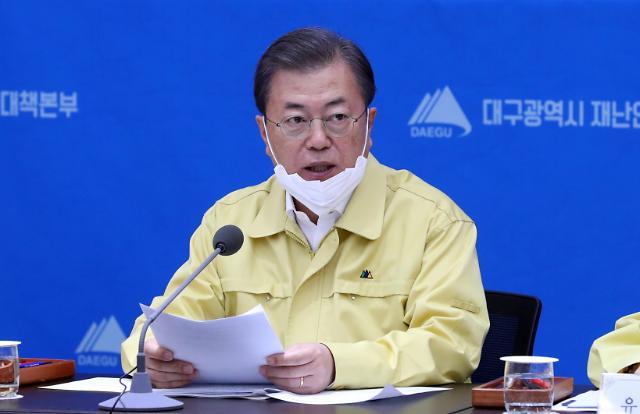 [슬라이드 화보] 문재인 대통령, 코로나19 대책회의 참석
