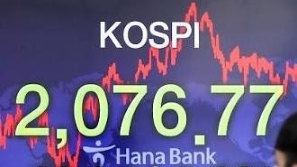 KOSPI tiếp tục giảm xuống dòng 2070 điểm vì lực bán của nhà đầu tư nước ngoài