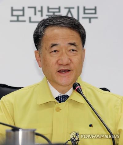 """[코로나19] 박능후 장관 또 논란 발언 """"중국서 온 한국인이 원인"""""""