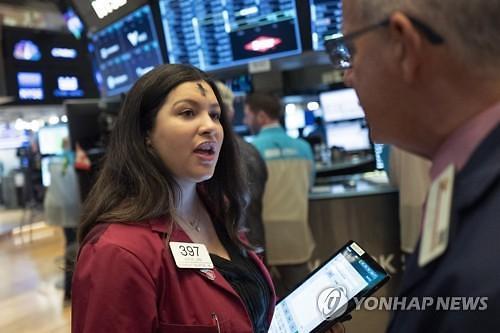 """[코로나19] """"S&P500 12% 더 떨어진다"""" 잇따르는 월가 경고"""