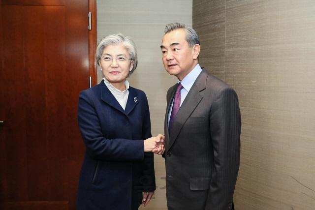 中 왕이 한국의 어려움은 우리의 어려움…한국인 격리는 묵묵부답