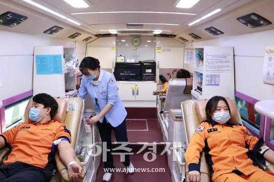군포소방, 코로나19 혈액 수급난 해소 헌혈 동참