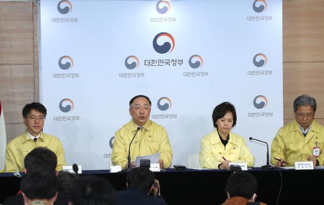 [포토] 홍남기 마스크 내일부터 120만장 전국 약국서 직접 판매