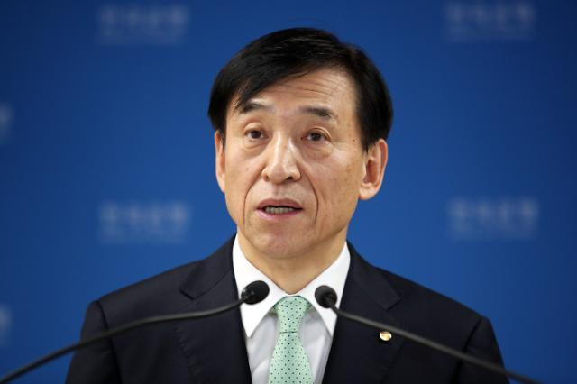 가계빚 폭증·금융시장 혼란 우려···금리인하 신중모드