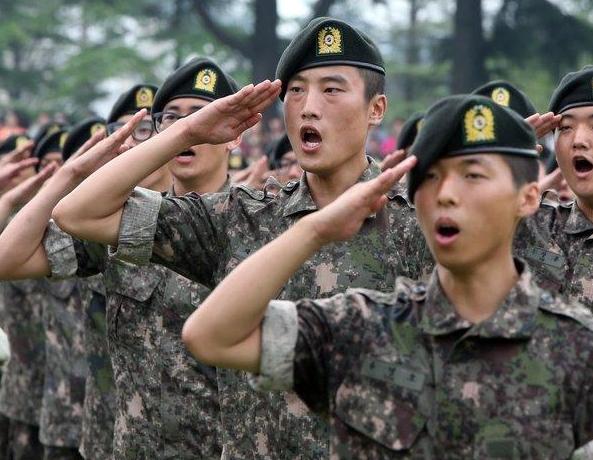 [속보]軍 코로나19 확진자 25명...격리 9900명