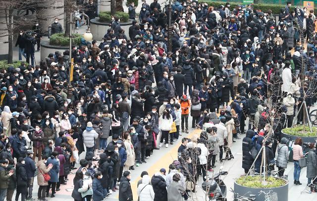 [포토] 목동 행복한백화점 앞 마스크 구매 행렬