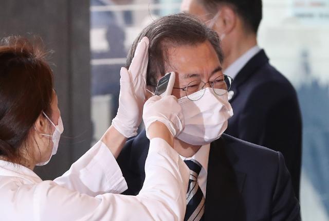 """文대통령 """"긴급 추경 제출…임시국회서 처리해달라"""""""