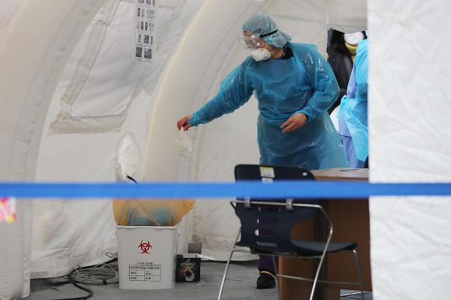 韩国新冠病例激增 专家建议安排轻症患者院外治疗