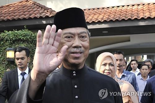 사퇴한다던 마하티르 말레이 전 총리, 새 총리에 반기