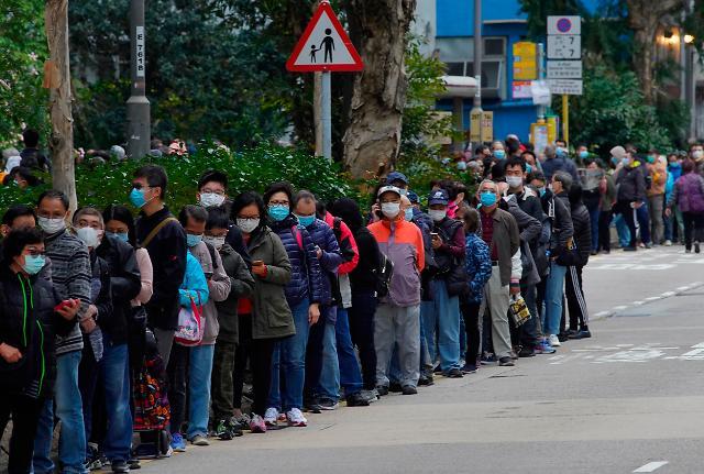 """나락으로 빠지는 홍콩 경제...""""코로나19에 홍콩 시위까지"""""""