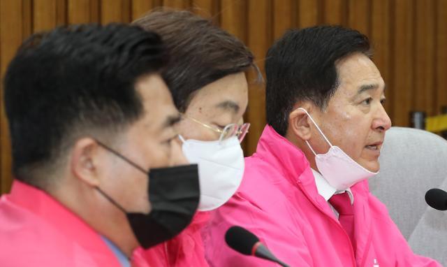 """심재철 """"민주당 비례연합...정당방위 억지 궤변"""""""