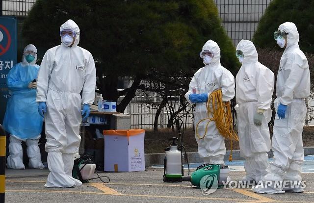 """[코로나19] 정부 """"세종청사 건물 간 연결 차단…확진자 증가 막을 것"""""""