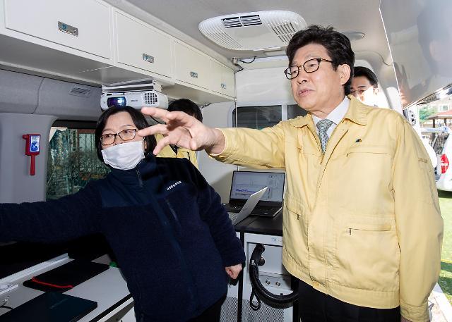 """조명래 장관 """"돼지열병 확산 차단 추가 울타리 설치해야"""""""