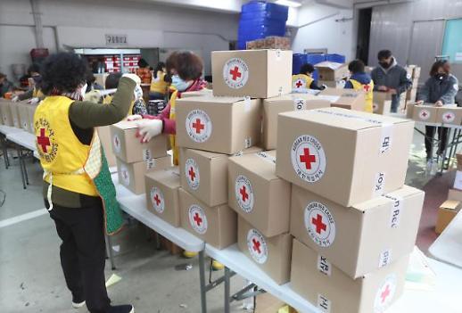 韩国红十字会向社会发放救灾物资
