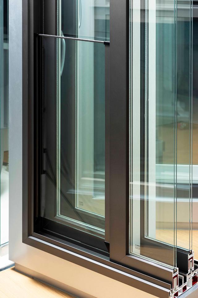 KCC, '단열·디자인' 일석이조 복합창호 뉴하드윈V9 출시