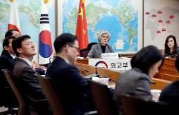 [コロナ19] 康京和長官、韓中日の外相テレビ会議で「衝撃の最小化に向けて一緒に悩み」