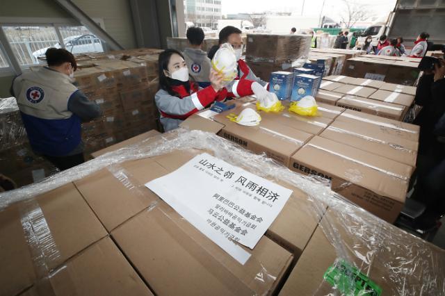마윈-화웨이, 中기업 잇따른 마스크 기부행렬