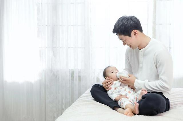 韩育儿假情况大调查:近两成企业男员工可申请在家育儿