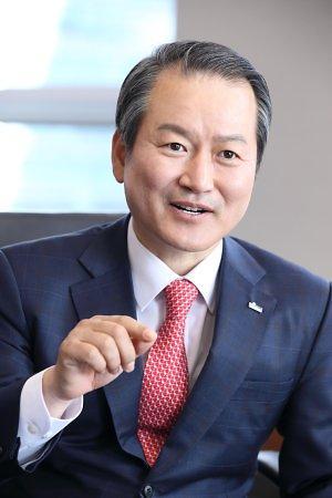 '리딩 컴퍼니' 도전하는 성대규 리더십