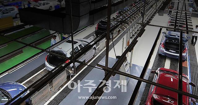 工厂接连停工 汽车电子钢铁行业备受打击