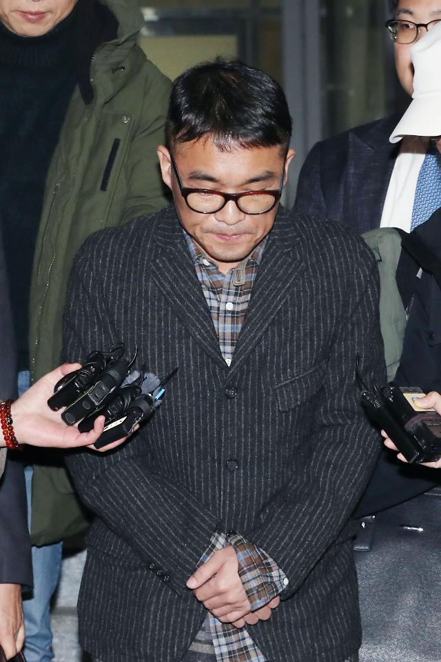 성폭행 혐의 김건모 기소의견 송치... 본인은 억울하다 항변