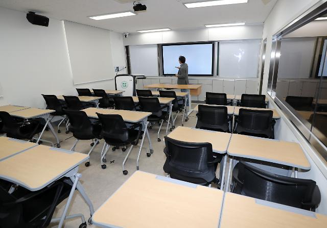 교육부 코로나19 지속하면 초·중·고 온라인 개학 검토… 관련 기준 준비