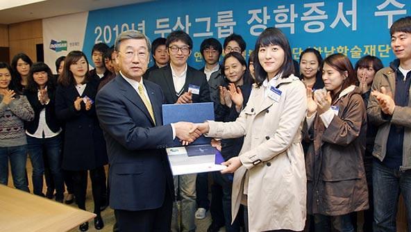 두산연강재단, 대구경북 코로나19 피해 학생에 특별장학금 3억원 전달