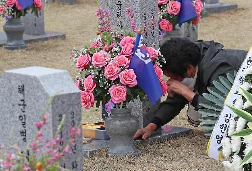 [포토] 천안함 피격 10년...마르지 않는 눈물