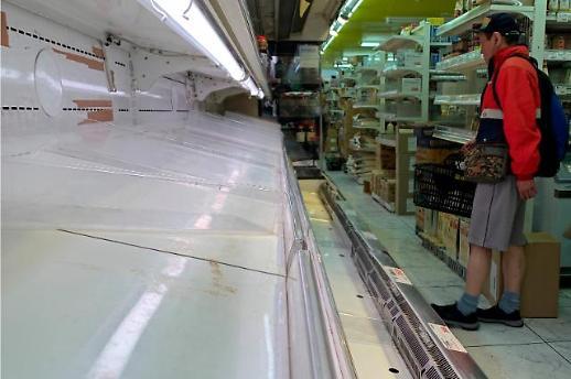 [포토] 코로나19 사재기로 텅 빈 도쿄 식료품점 진열대