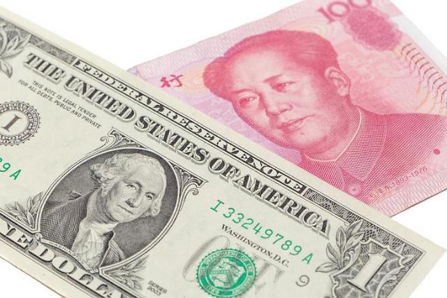 중국의 달러 딜레마.. 미국 국채 팔까 말까